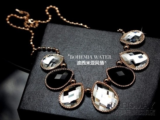 SONGBB necklace Fashion Korean Moonstone Powder Crystal Pendant Simple Clavicle Chain