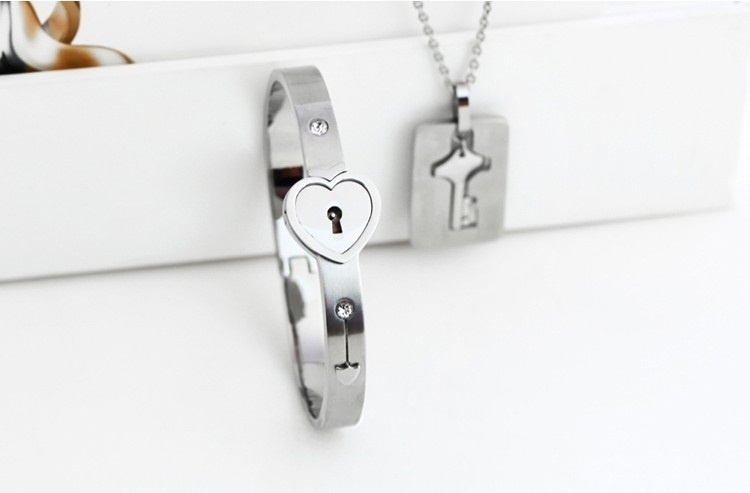 S990 sleek minimalist pendant young lady girl birthday Valentines Day gift
