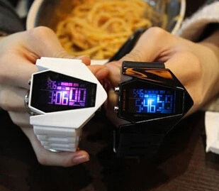 Qoo10SingaporeMens fashion personality tide watches Korean men and women couple creative LED electronic watches student table jelly retro table?SB_child clothing