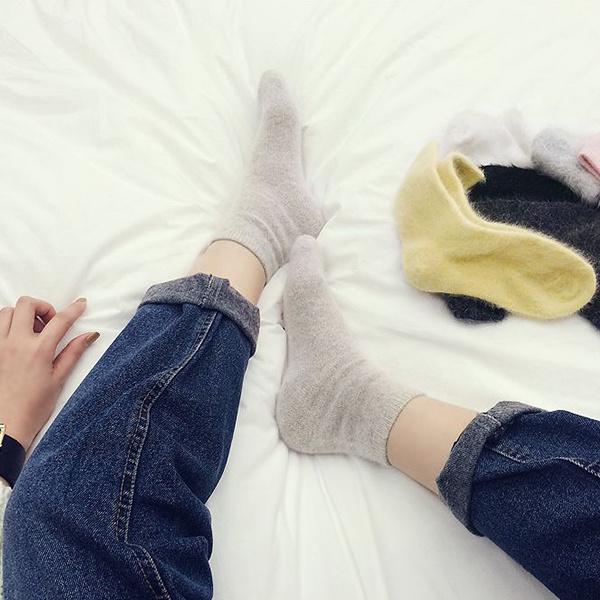 Qoo10★韓国ファッション通販業界1位 『Naning9』★先着順 100名様限定大特価!! 信じられない驚きの大特価 2015 F/W新作! ハイクオリティ!/ふわふわサラサラ見るだけで温まるアンゴラニットソック