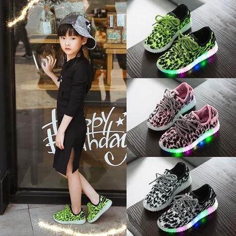 Qoo10今年大流行のLEDスニーカーが登場 発光靴 光る靴 男女共用 子供スニーカー 韓国ファション キラキラ 赤ちゃんスニーカー 品質スニーカー スポーツシューズ ファッション 靴レデ