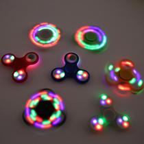 海外で大流行中の「 LEDハンドスピナー」 アルミ合金ハンドスピナー 人気の指遊び ストレス解消グッズ Fidget フィジェット LED