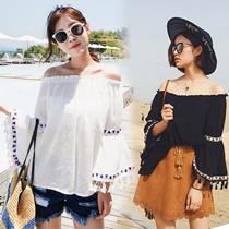 韓国ファッション ブラウス  ワザありトレンドブラウス オフショルダ- モリ袖 ヌキ襟 透けない素材 ふんわり体型カバー効果も