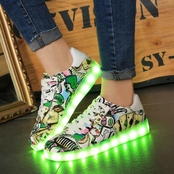 Qoo10韓国ファッション LEDスニーカーが登場73発光靴 光る靴 スニーカー スポーツシューズ  充電可能 キラキラ 人気 シューズ蛍光 メンズ レディース 男女兼用