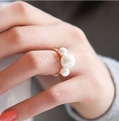 【ZAKZAK*送料無料】安心な国内配送★ユニークでオシャレな三つパールの指輪 女の子らしい 注目集め エレガント パーティー 結婚式 どんな服でも合わせるリンク 指輪#F1446#の画像