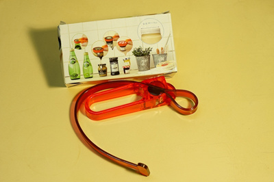 簡単にビンの蓋を開けられます!【メール便・3個ごと160円】瓶キャップオープナー☆ジャムや瓶詰、ペットボトルのキャップ等直径約1cm~9cmまで対応♪瓶(ビン)の蓋開けの画像