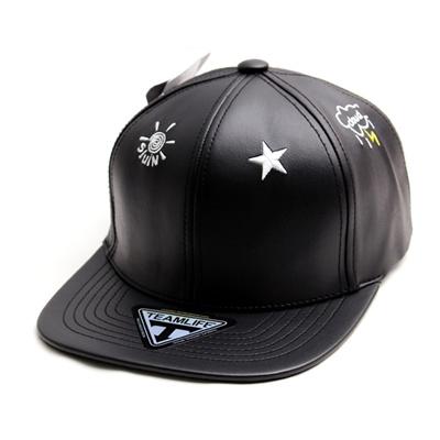 韓国のファッションのスナップバックCloud Buckle/100%実物写真/セレブが愛用する大人気のキャップ/ bigbang/G-Dragon/hiphop/帽子ヒップホップ帽平に沿ってhiphopヒップホップの帽子スタッズ付きの画像