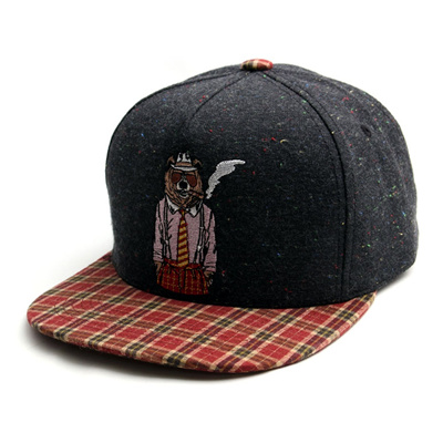 韓国のファッションのスナップバックSmoking Bear/100%実物写真/セレブが愛用する大人気のキャップ/ bigbang/G-Dragon/hiphop/帽子ヒップホップ帽平に沿ってhiphopヒップホップの帽子スタッズ付きの画像