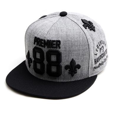 韓国のファッションのスナップバックBrooklyn/100%実物写真/セレブが愛用する大人気のキャップ/ bigbang/G-Dragon/hiphop/帽子ヒップホップ帽平に沿ってhiphopヒップホップの帽子スタッズ付きの画像