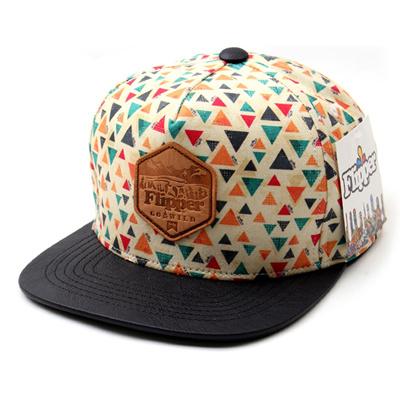 韓国のファッションのスナップバックFlipper Triangle/100%実物写真/セレブが愛用する大人気のキャップ/ bigbang/G-Dragon/hiphop/帽子ヒップホップ帽平に沿ってhiphopヒップホップの帽子スタッズ付きの画像