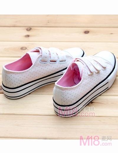 麦考林/麦考林韩版魔术贴镂空隐形松糕鞋女款帆布鞋¥65.00