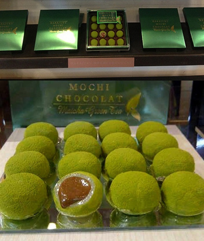 BEST SELLER MOCHI HARAJUKU GREENTEA WITH CHOCOLATE FILLING1 BOX 16 BALLS