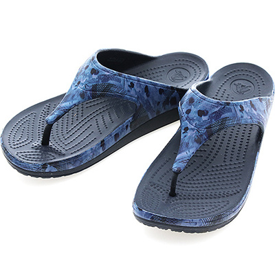 c851e1482 Qoo10 -  203122 410  CORCS SLOANE SOFT FLORAL FLIP W NAVY   Men s Bags    Shoes