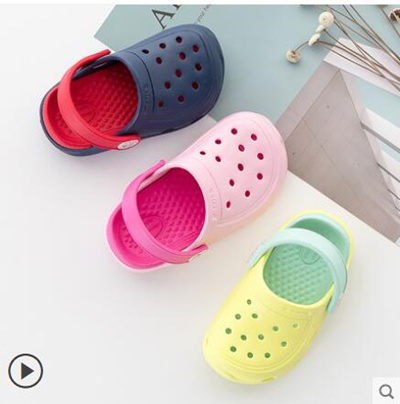 f830c31cae4d Qoo10 - Boys sandals and slippers Baby Hole Shoes Slippers Summer Girls  Beach ...   Kids Fashion