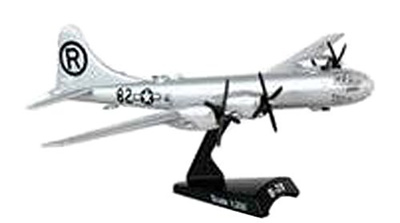 Daron Worldwide Trading B-29 Superfortress Enola Gay Vehicle 1:200 Scale