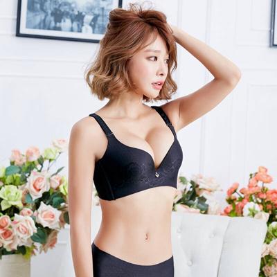Asian girlfriend blowjob