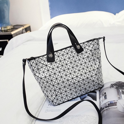 640ecf79c2f Qoo10 - Geometry package 2016 new rhombic diagonal shoulder bag Japanese  and K...   Men s Bags   Sho.