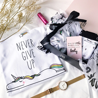 9a7cc41652f47 Qoo10 - Sparkle and Never Give Up Unicorn Gift Set   Underwear   Socks