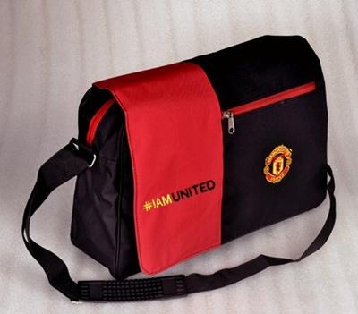 Tas Selempang Manchester United Messenger Bag