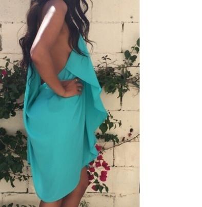 女性の夏のスタイルのファルバラのシフォンのドレススパゲティのストラップのVネック不規則なセクシーなパーティードレスの袖