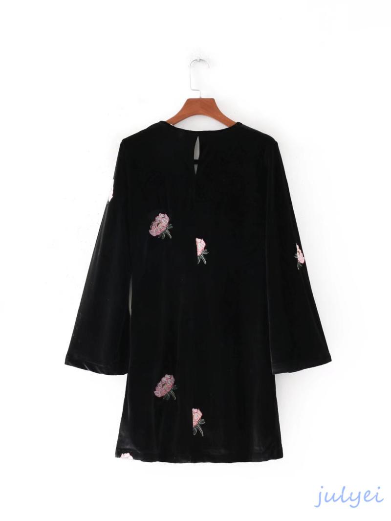 欧米風 ベロア素材  スリーブフレア ワンピース 長袖 ミニワンピース 花刺繡入り ゆったり  上品  ゆったり 体型カバーになる