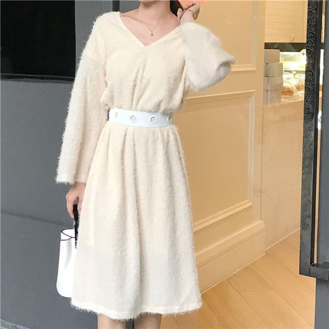 レディース  Vネック ワンピース 韓国ファッション フレア袖  編みニット セクシー ニットワンピース  パフスリーブ ロングワンピース厚手 送料無料     柔らかな肌触りで、着心地がよく