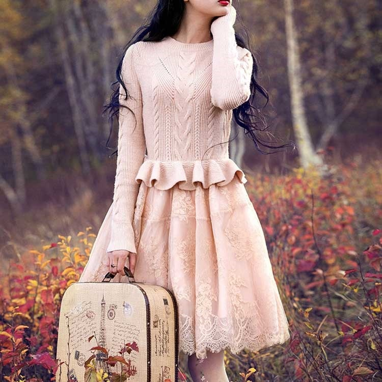 浅いピンクでお姫様のように着られる。秋新作 ワンピース ドッキングワンピース ニット×チュール 長袖ワンピース 秋ワンピース トレロ ピンク 切り替え