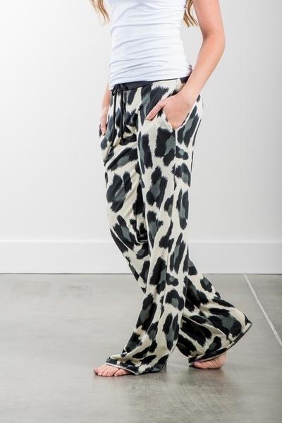 女性のファッションヒョウプリントワイドレッグヨガパンツルーズレギンス