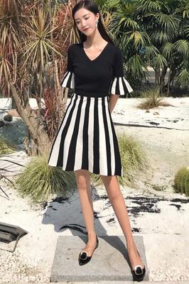 夏 新しいデザイン 女性服 Vネック ハイウエスト 着やせ スプライシング スピーカース