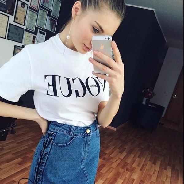 2017夏のトップスファッション女性のための服VOGUEレタープリント原宿Tシャツレッド黒の女性Tシャツ
