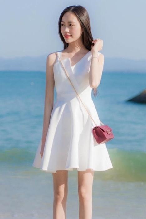 夏の最新モデル。スタイルが良く見え、かつ若く見えるシフォンワンピース。