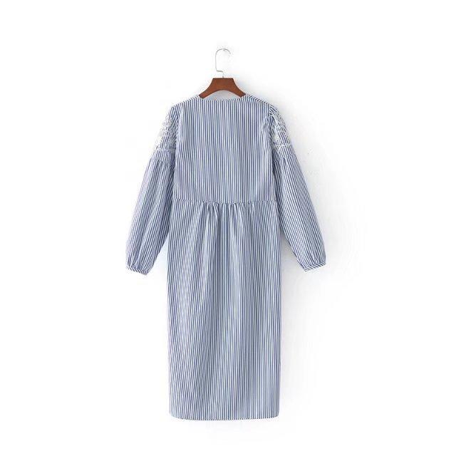 欧米風きれいめ 刺繍入りVネック7分袖のロング丈ワンピース/ミディストライプ大人 エレガント