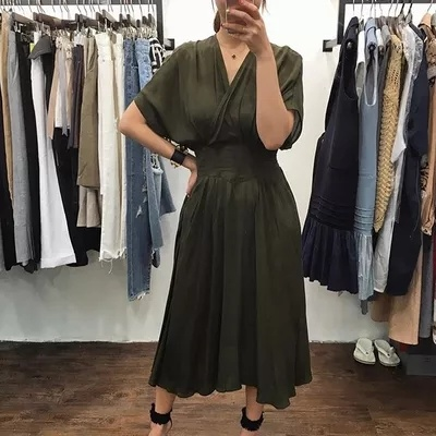 【 秋のタイプ新入荷!翌日配送!セール!数量限定】韓国ファッション Vネック セクシーワンピース  魅力的ワンピース 着痩せ 体型カバーに効く・ハイクオリティー ボディーラインがスリムに見え