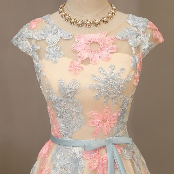 ショートスリーブスクープネックショートボールガウンのウエディングドレス