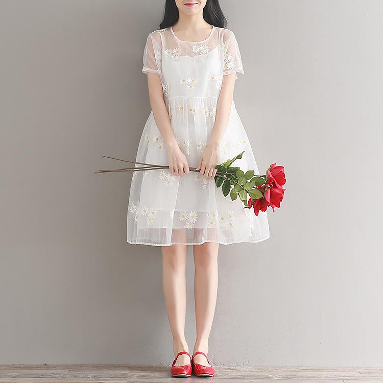 森ガール可愛い淑女ワンピース レディースワンピース 大人可愛い刺繍ドレス 花柄に魅了されるワンピース 膝丈 ゆったり ワンピース スレンダーライン 透け防止で レース 無地 ワンピーススーツ 棉麻