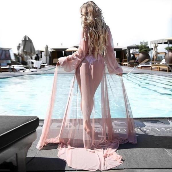 セクシーな女性は、ビキニを見て水着を覆う水着のビーチドレスカーディガントップ