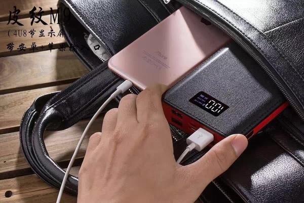 300000mAhポータブルパワーバンクポータブル充電器、4つのUSBポートLED Ligを持つ外部バッテリ電源バンク