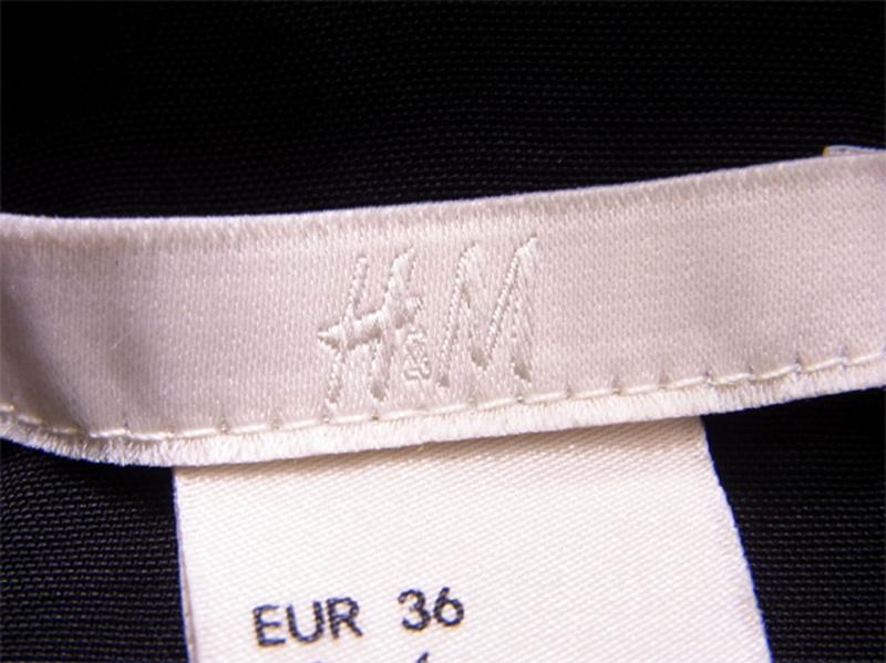 エイチアンドエム H&M ワンピース キャミワンピ ロング レディース ♯US6サイズ センターボタン 胸元フリル ブラック レーヨン100% 人気 セール 【中古】 R1226 .