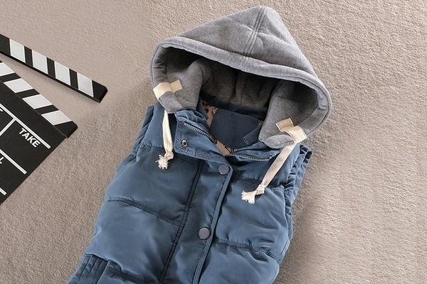 Giletベスト女性ベストS-4XL女性のための暖かいノースリーブジャケットコットンソリッドフード付きベスト