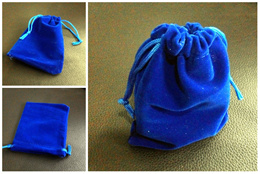 Christmas gift packing! Velvet pouch (size 9 x 12cm). Classy convenient and affordable! *Ready stocks available*