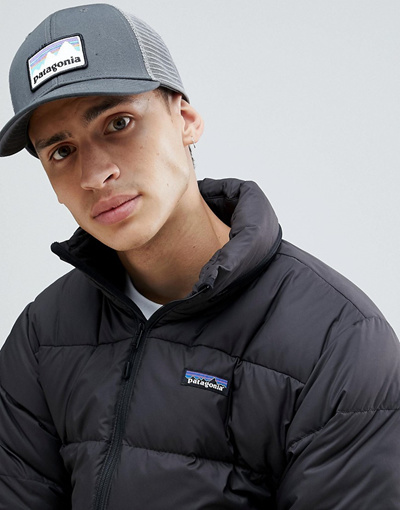 Patagonia파타고니아 Patagonia Shop Sticker Patch LoPro Trucker Hat in Grey