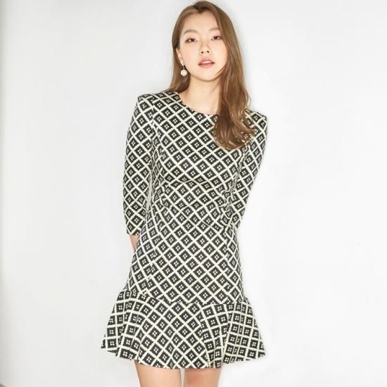 ナインNAINエッジプリントペプラムワンピースOP2607 面ワンピース/ 韓国ファッション