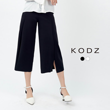 KODZ - Wide Legged Three-quarter Pants-171923