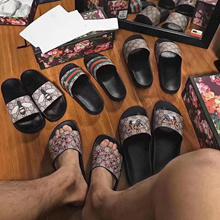 Supreme High-grade Slipper Sandals Flip flops leather shoes Casual Bathroom shoes Sports