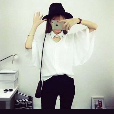 Batwing coat female summer tide students loose fat MM white POLO shirt collar size hollow Joker pack