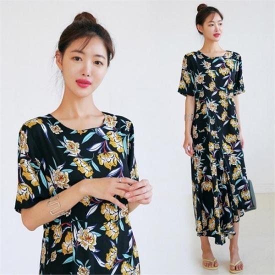 るみさん行き来するようにるみさんるみさんリセルフラワーロングワンピース プリントのワンピース/ 韓国ファッション