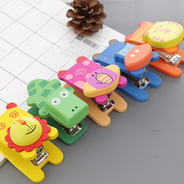 Wooden animal cartoon stapler, creative stationery, Mini Hand stapler, learning office supplies, No.