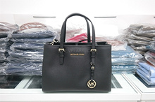 【MICHAEL KORS】FREE DELIVERY x READY STOCKS x AUTHENTIC x BRAND NEW