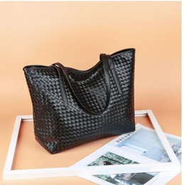 2014 new wave of female bag diagonal black woven shoulder bag Korean version of casual street style