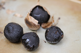 Tam Kah Multi Bulb Black Garlic